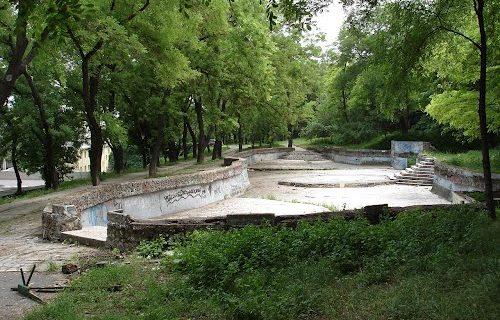 nachalos-stroitelstvo-grecheskogo-parka