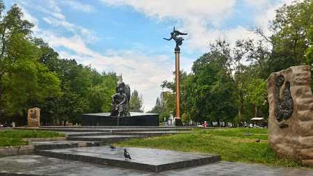starobazarnyi-skver-blagoustroyat
