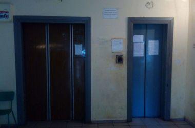 v-odesse-zamenyat-starye-lifty